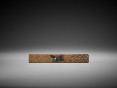 Lot 38 - A SILVER AND SHAKUDO-INLAID COPPER KOZUKA WITH A WASP