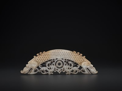 Lot 60 - A WHITE AND RUSSET JADE 'DOUBLE DRAGON' PENDANT, HUANG, LATE EASTERN ZHOU TO HAN