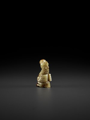 Lot 62 - A YELLOW AND RUSSET JADE FIGURE OF A PHOENIX, EASTERN ZHOU