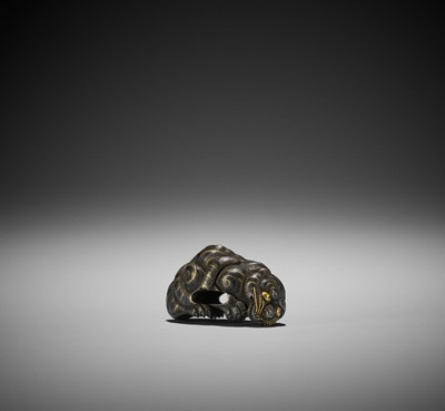 Lot 49 - A SUPERB KASHIRA IN THE SHAPE OF A CROUCHING TIGER
