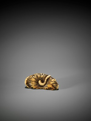 Lot 38 - YOSHITOMO: AN IVORY NETSUKE OF TWO FROGS WRESTLING ON A LOTUS LEAF