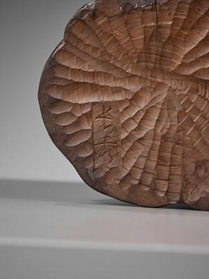 Lot 118 - NAGAHIDE: A FINE WOOD OKIMONO OF DARUMA