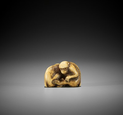 OKAKOTO: A SUPERB IVORY NETSUKE OF TWO MONKEYS