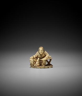 Lot 185 - MINKOKU II: AN IVORY NETSUKE OF SOSHI (ZHUANGZI) CONTEMPLATING HIS BUTTERFLY DREAM