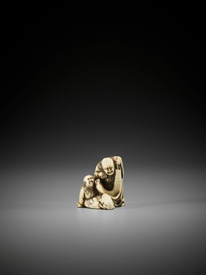 Lot 5 - AN EARLY IVORY NETSUKE OF TWO IMMORTALS WITH SCROLL AND TOAD