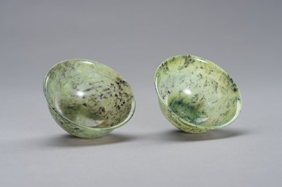 A MOTTLED PAIR OF JADE BOWLS