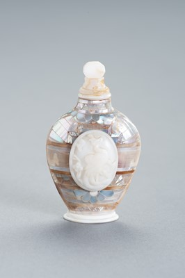 Lot 261 - A MOTHER OF PEARL AND GLASS SNUFF BOTTLE