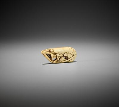 Lot 215 - A RARE IVORY NETSUKE OF A SHRIMP