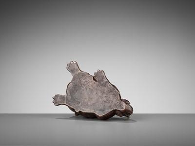 Lot 91 - A BIZEN STONEWARE MODEL OF A SNARLING SHISHI