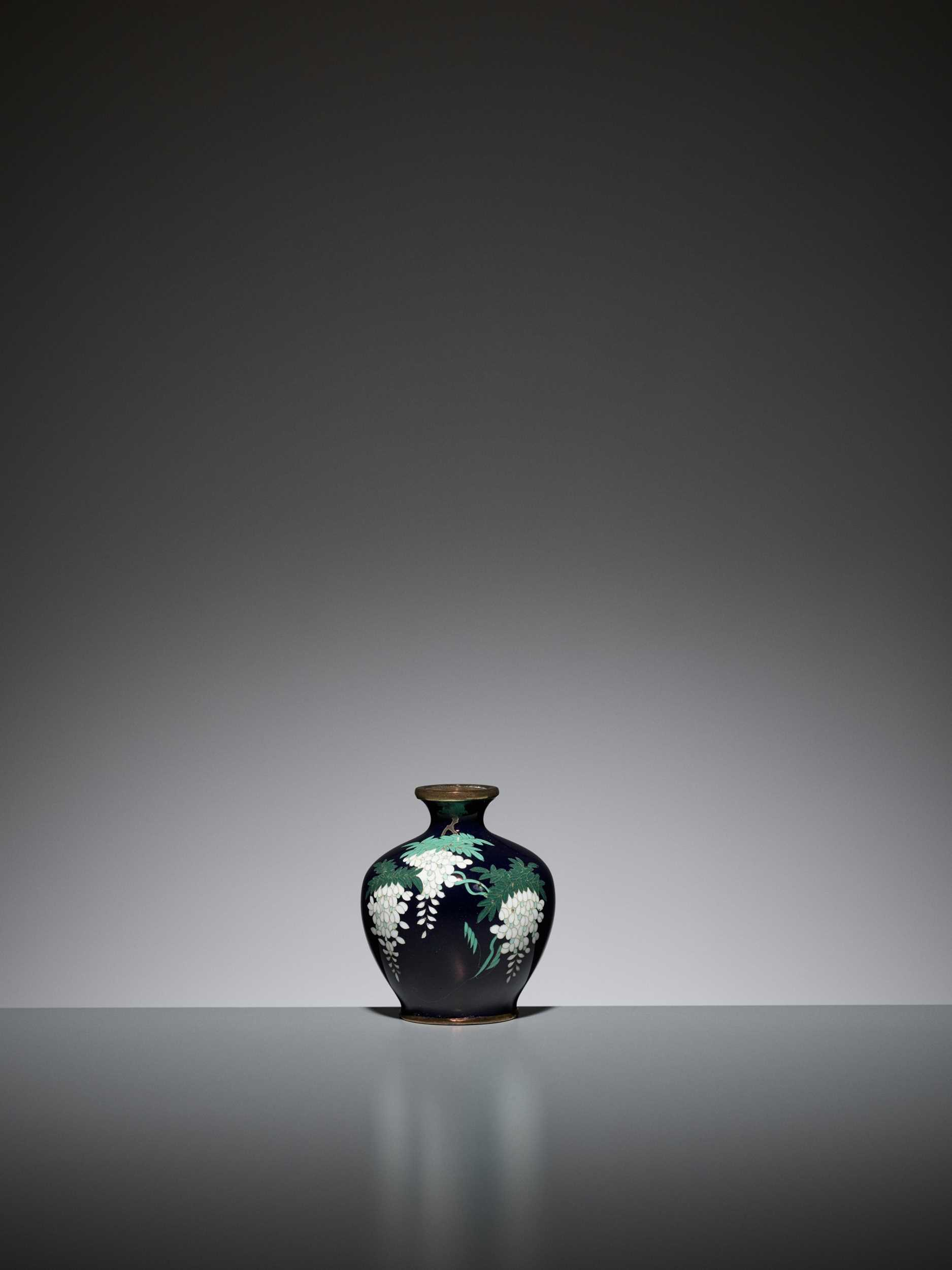 Lot 72 - A SMALL MIDNIGHT BLUE CLOISONNÉ ENAMEL VASE WITH WISTERIA