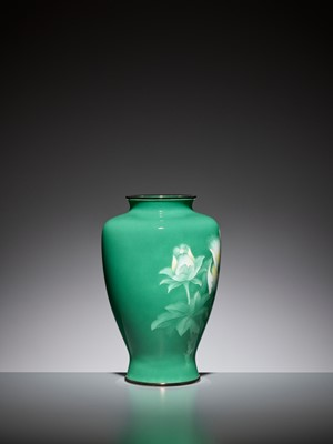 Lot 76 - AN EMERALD GREEN CLOISONNÉ ENAMEL VASE WITH PEONY, ATTRIBUTED TO THE WORKSHOP OF ANDO JUBEI