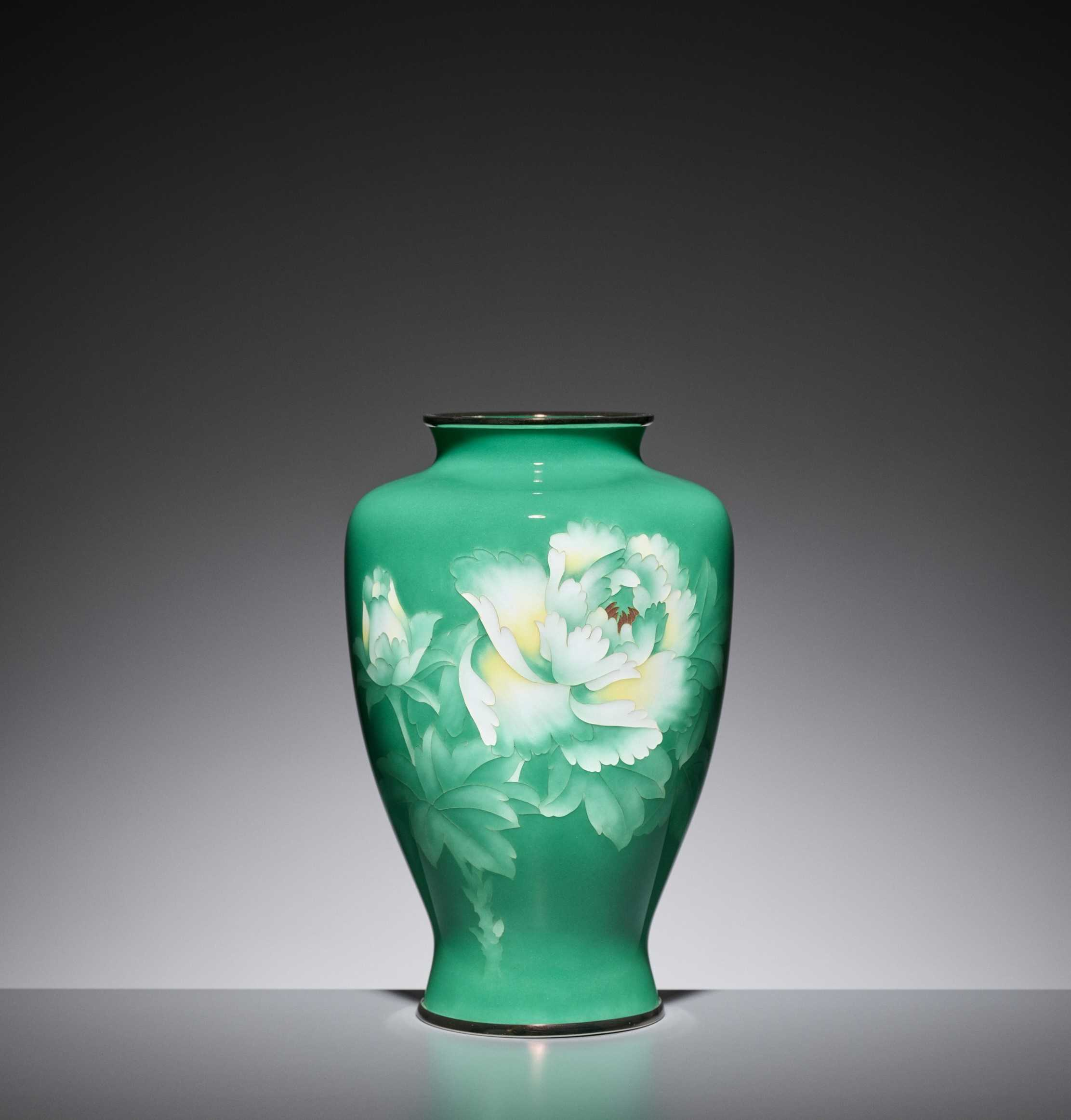 Lot 91 - AN EMERALD GREEN CLOISONNÉ ENAMEL VASE WITH PEONY, ATTRIBUTED TO THE WORKSHOP OF ANDO JUBEI