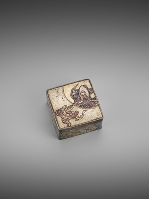 Lot 16 - A SMALL SILVERED SENTOKU 'SHOKI AND ONI' BOX AND COVER