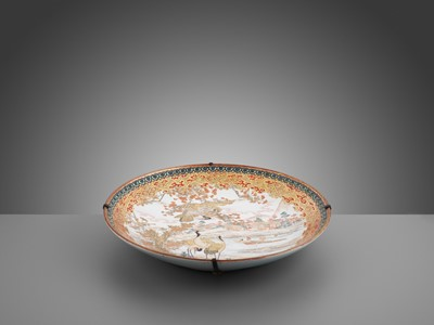 Lot 88 - A LARGE ENAMELED KUTANI PORCELAIN CHARGER WITH FALCON AND CRANES