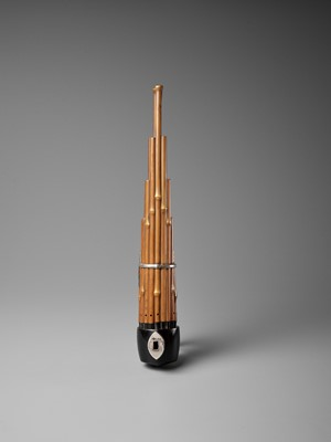 Lot 121 - A BAMBOO AND LACQUER SHO (MOUTH ORGAN)