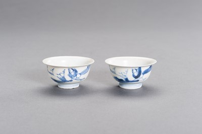 Lot 349 - A PAIR OF FINE BLUE AND WHITE PORCELAIN 'HATCHER CARGO' CUPS, TRANSITIONAL