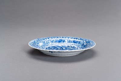 Lot 327 - A BLUE AND WHITE PORCELAIN 'BIRD AND FLOWERS' LOVED DISH, KANGXI