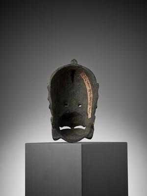 Lot 120 - GYOSUI: A LACQUERED WOOD GIGAKU MASK OF KARURA (GARUDA)