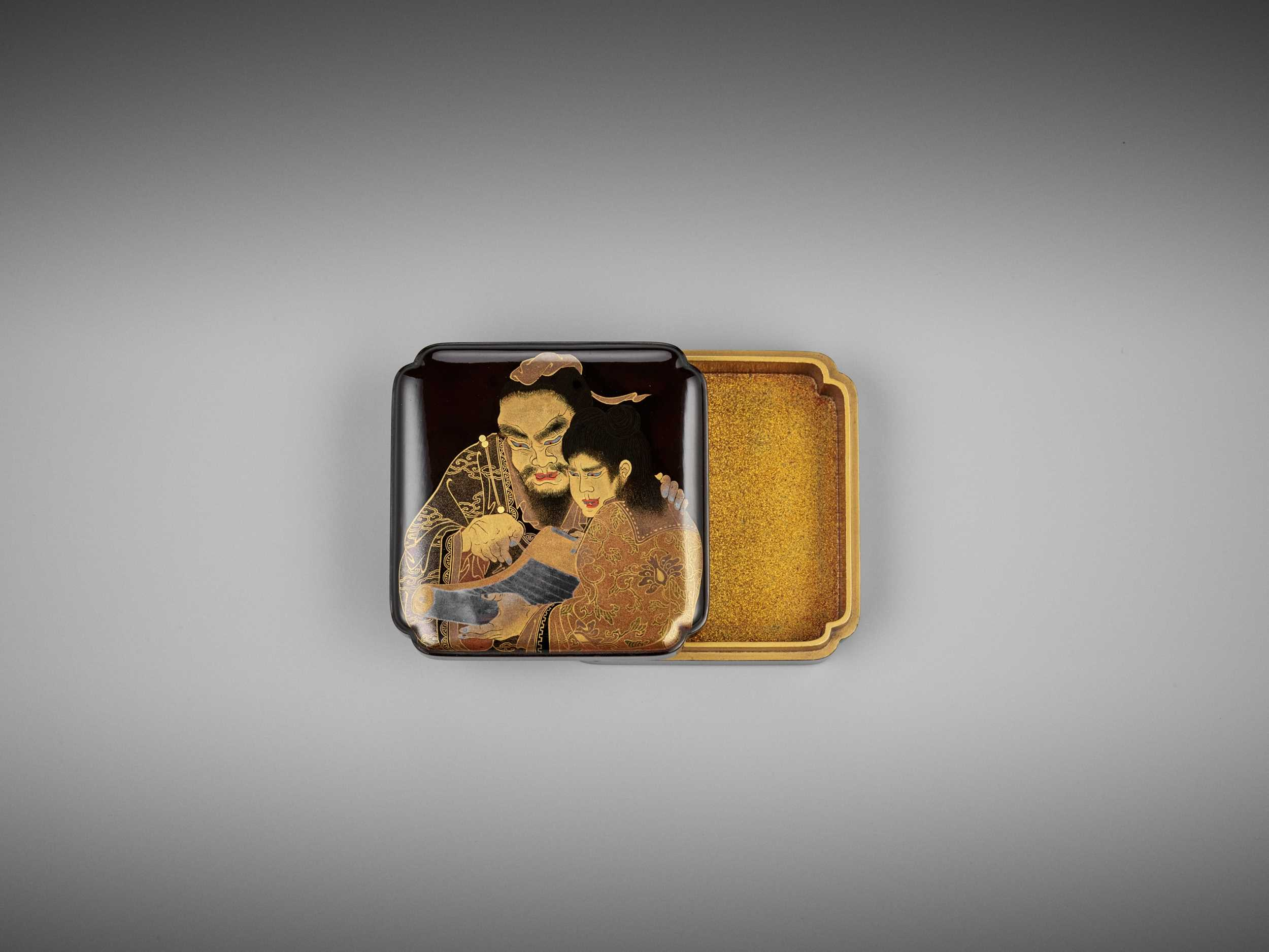 Lot 112 - A FINE LACQUER KOGO (INCENSE BOX) WITH KANZAN AND JITTOKU