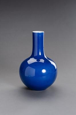 Lot 374 - A SACRIFICAL BLUE GLAZED PORCELAIN TIANQIUPING VASE, LATE QING