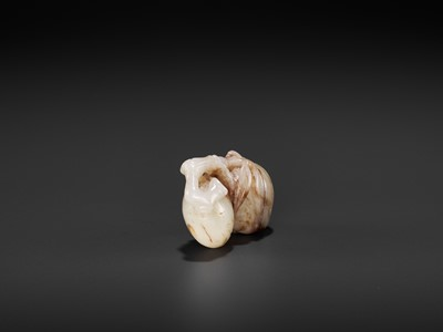 Lot 95 - A CELADON AND RUSSET JADE 'DOUBLE PEACH' PENDANT, MING DYNASTY