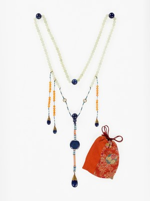 Lot 40 - A LAPIS LAZULI COURT NECKLACE, CHAOZHU, QING DYNASTY
