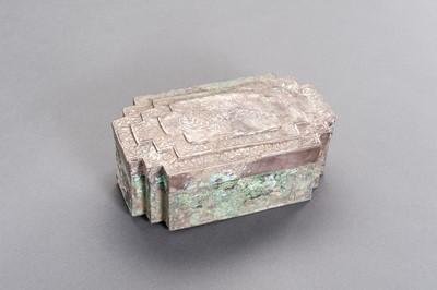Lot 528 - AN UNUSUAL SILVER BOX