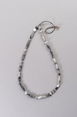 Lot 211 - A LOT OF THIRTY-TWO SULEMANI BANDED ONYX BEADS