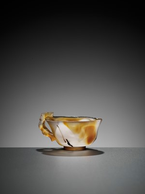 Lot 31 - A BAMBOO-HANDLE AGATE CUP, MING DYNASTY