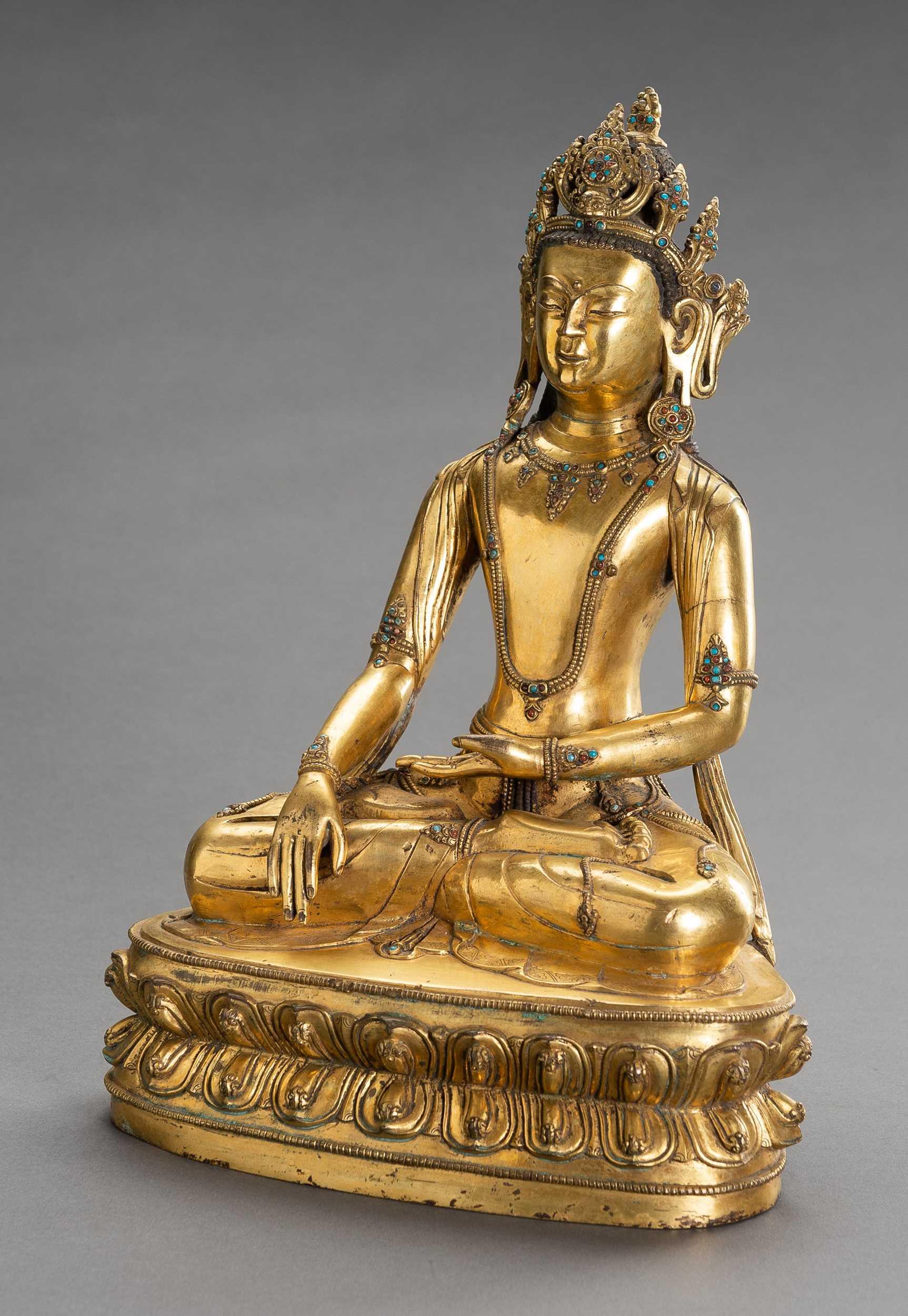 Lot 55 - A LARGE GILT BRONZE FIGURE OF CROWNED BUDDHA SHAKYAMUNI