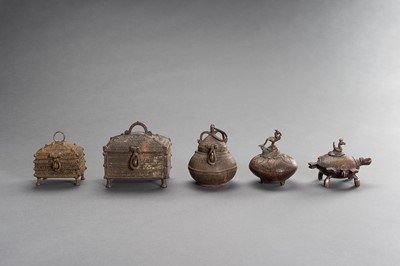 A LOT OF FIVE INDIAN TRIBAL BRONZE VESSELS