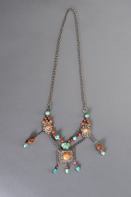 Lot 107 - A TIBETAN CHINESE NECKLACE