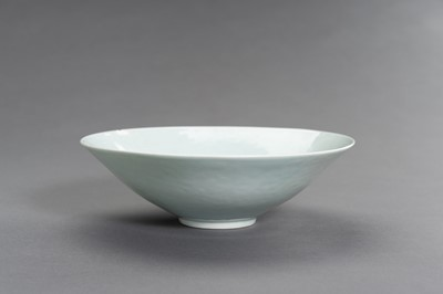 Lot 383 - A QINGBAI PORCELAIN BOWL WITH INCISED DECORATION