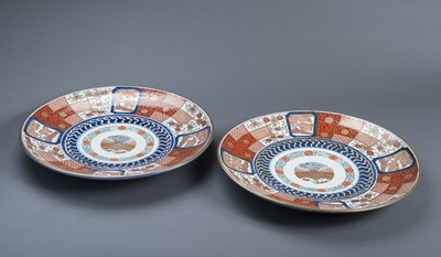 Lot 135 - A PAIR OF IMARI-PLATES WITH BROCADE ORNAMENT