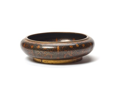 Lot 76 - A CLOISONNE BASIN WITH ORNAMENTAL DÉCOR – LATE QING TO REPUBLIC PERIOD