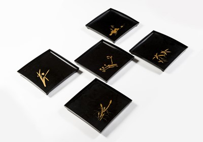 Lot 203 - A SET OF FIVE LACQUERED TRAYS, TAISHO/SHOWA