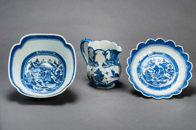 Lot 389 - TWO DEEP BOWLS AND A MATCHING PITCHER