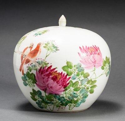 Lot 351 - A LIDDED VESSEL WITH BLOSSOMS AND BIRDS