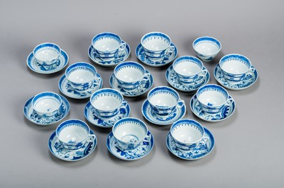 Lot 355 - A SET OF 15 BLUE AND WHITE CANTON TEACUPS AND 14 COASTERS