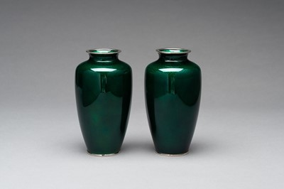 Lot 82 - A PAIR OF ANDO STYLE GINBARI CLOISONNÉ VASES