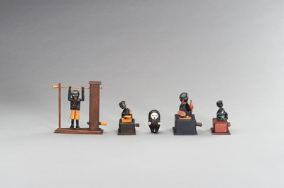 Lot 225 - A GROUP OF FIVE AMUSING WOOD KOBE TOYS