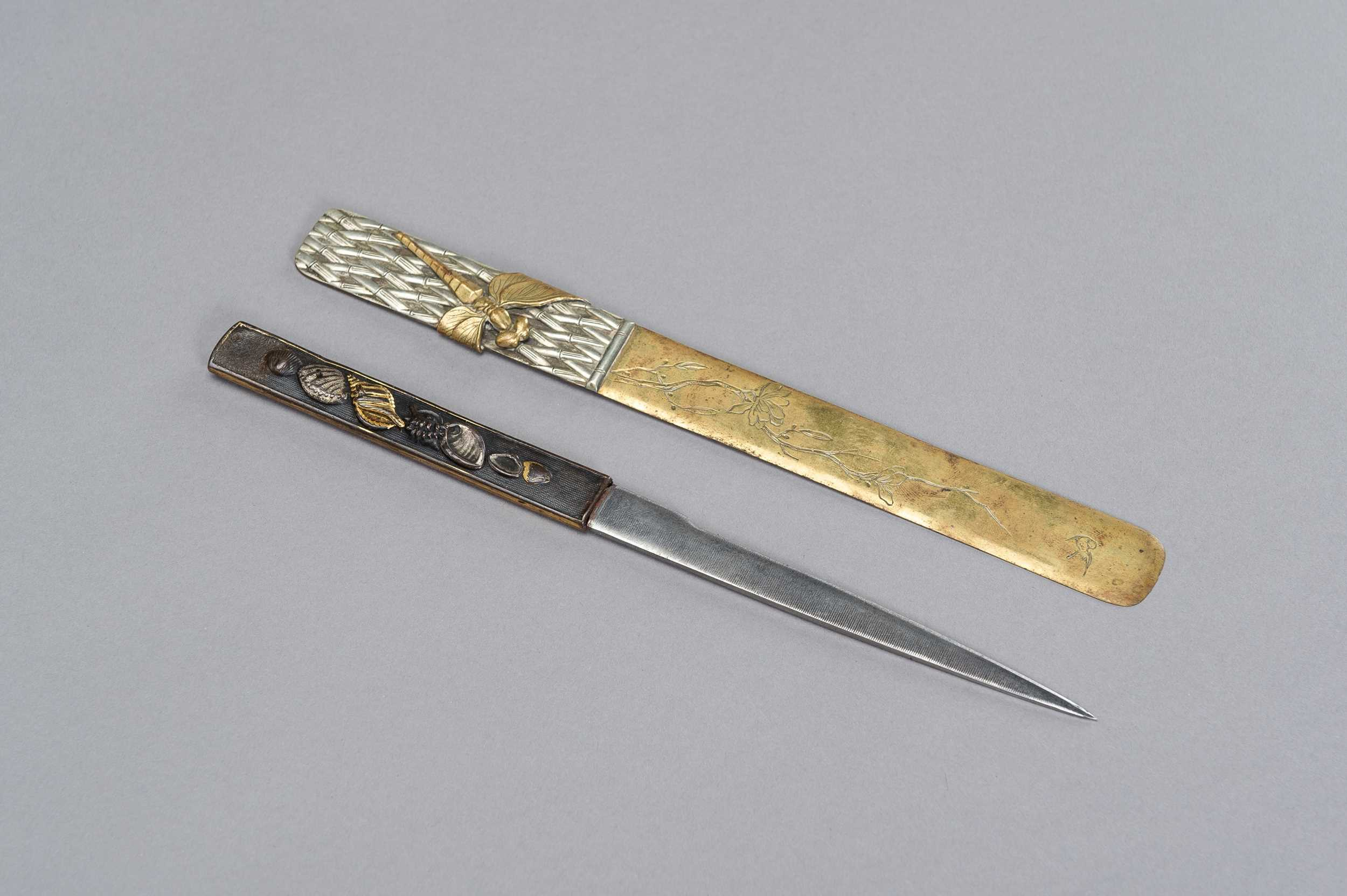 Lot 56 - A COPPER KOZUKA WITH BLADE AND A SENTOKU PAGE TURNER WITH DRAGONFLY