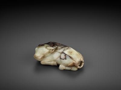 Lot 86 - A MOTTLED GRAY JADE FIGURE OF A BUFFALO, 17TH-18TH CENTURY