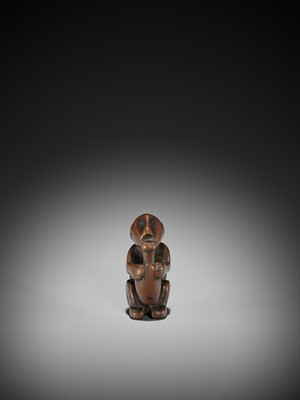 Lot 21 - A RARE AND UNUSUAL NETSUKE OF AN ISLANDER DRINKING FROM A BOTTLE