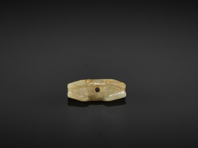 Lot 80 - A YELLOW AND RUSSET JADE 'DOUBLE CAT' PENDANT, MING DYNASTY