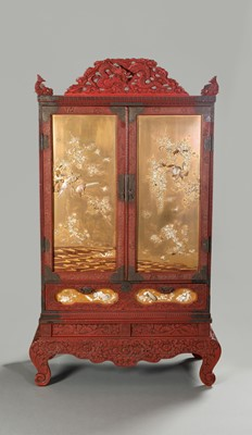 Lot 222 - A LARGE AND IMPRESSIVE LACQUER AND SHIBAYAMA CABINET