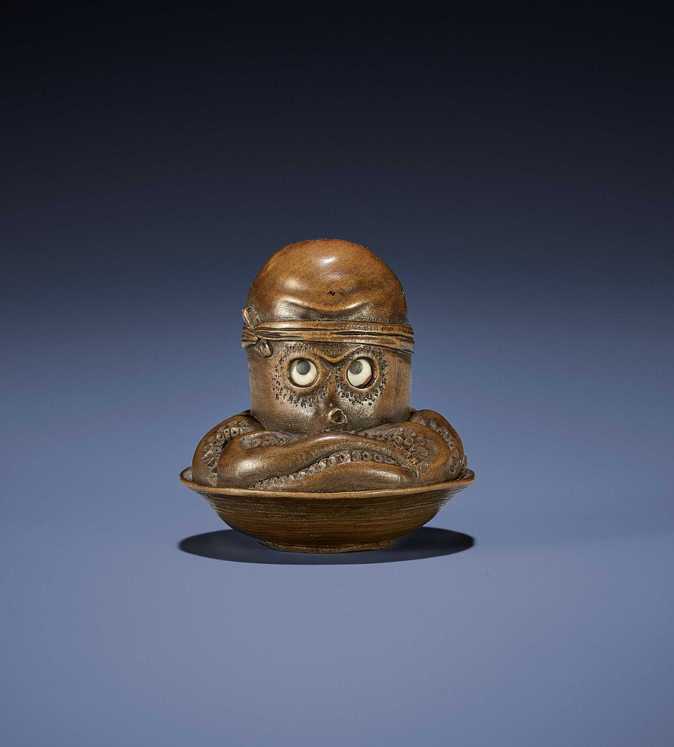 Lot 108 - A SUPERB WOOD NETSUKE OF AN OCTOPUS IN SURIBACHI WITH MOVABLE EYES, ATTRIBUTED TO MINKO